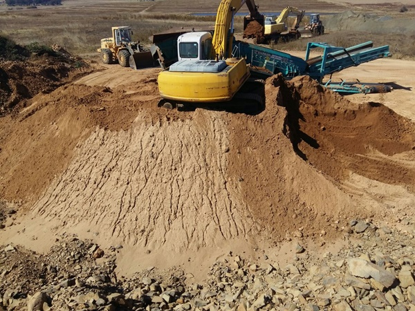 Crushing and Mining 15-956.JPG